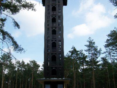 Heideturm Aussichtsturm aus Holz in Gröden