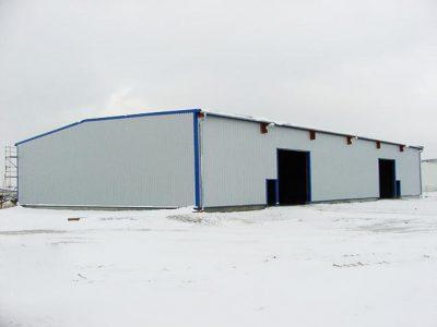 Logistiklagerhalle mit Blechverkleidung